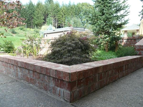 wall-garden-walkway